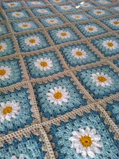 Daisy crochet blanket - love the colors of this daisy blanket.  Tutorial at: http://tillietulip.blogspot.com/2012/06/to-beg-chain-ch-5-and-join-to-form.html