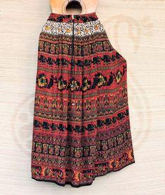 A leveza e caimento lindo unidos à estampas alegres... assim são as saias maia.  Por R$ 4990  Peça a sua pelo nosso Whatsapp: 13982166299