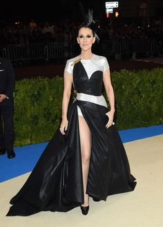 Celine Dion in Versace and Bulgari jewelry I'm sorry, but this Versace could have been left as scraps on the floor... I ❤️ Celine Dion e though... Shes original elegance in my book #metgala2017 via @vogue