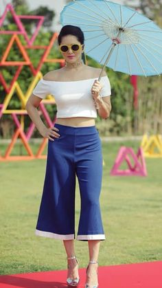 Celebrity Casual Outfits, Best Casual Outfits, Film Doctors, Stylish Photo Pose, Star Fashion, Fashion Tips, Indian Bollywood Actress, Half Saree, Bollywood Stars