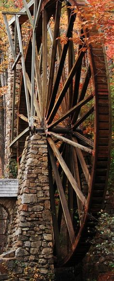 Brown water wheel in fall. -Berry College water wheel in Mount Berry, Georgia Berry College, Water Mill, Old Barns, Le Moulin, Covered Bridges, Country Life, Country Living, Belle Photo, Beautiful Places