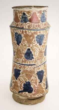 Earthenware albarello vessel, Spanish, 16th to 18th century </br> © CSG CIC