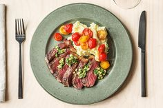 Gremolata Strip Steak with Cauliflower Mash and Warm Heirloom Tomatoes - Hello Fresh Skirt Steak Recipes, Beef Recipes, Cooking Recipes, Healthy Recipes, Fun Recipes, Ketogenic Recipes, Healthy Dinners, Cooking Ideas, Recipe Ideas