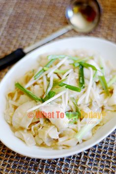 """Asian Fish slice Hor-fun """"SAN LAU HOR FUN"""" recipe / FLAT RICE NOODLES WITH FISH AND BEAN SPROUTS. It's really really tastier than it looks! ;p"""