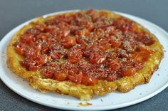 Tarte tatin aux tomates cerises et herbes de provence - HerveCuisine.com Veggie Recipes, Vegetarian Recipes, Cooking Recipes, Fruit Soup, Pizza Cake, Savory Pastry, Good Food, Yummy Food, Light Recipes
