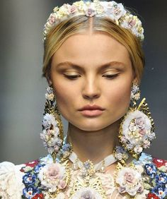 Details from the #Runway  #DolceandGabbana  #beauty #style #chic #glam #haute #couture #design #luxury #lifestyle #prive #moda #instafashion #Instastyle #instabeauty #instaglam #fashionista #instalike #streetstyle #fashion #photo #ootd #model #blogger #photography #Accessories