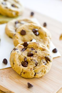 Thick and Chewy Pumpkin Chocolate Chip Cookies | RecipeLion.com
