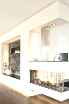 Modellübersicht Modellübersicht,Einrichtungsideen ♡ Wohnklamotte Who needs a living room wall if they have such a beautiful panoramic gas fireplace with modern stone paneling and white plaster. Modern Room Decor, Elegant Home Decor, Elegant Homes, Living Room Modern, Stone Panels, Celebrity Houses, Metal Wall Decor, Cabin Homes, Gas Fireplace