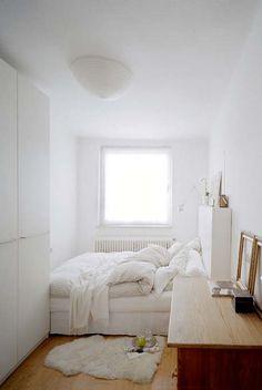 Imaginá la cuna cerca de la ventana, la cómoda podría ser el cambiador, por ej.