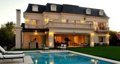 Luxury Homes: Mansions . Classic Home Decor, Classic House, Huge Houses, Luxury Homes Dream Houses, Dream Homes, Modern Mansion, House Goals, House Front, Home Fashion