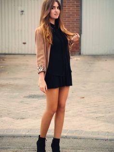 Vestido negro de fiesta con botines
