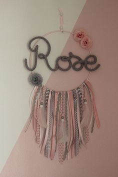 ROSE STRIP ATTRAPPE Dreamcatcher to decorate the bedroom of the little Rose, 1 year old! On request: Dominance of gray, embellished with old rose, light pink and feathers. >> Sending in colissimo Source by elinemanin Baby Wall Decor, Diy Room Decor, Girl Nursery, Girl Room, Deco Rose, Rose Rise, Old Rose, Little Rose, Rose Decor
