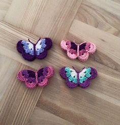 Opskriften på de skønne sommerfugle finder du ved at klikke HER   Toppen af uroen er fra et gammelt vindspil som jeg havde liggende, derf...