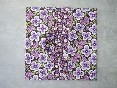 Sac à tarte tout coton fleurs dominante violet.