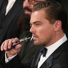 Leonardo diCaprio Vaping box vaporizer at SAG Awards 2016 Leonardo Dicaprio, Captain Planet Movie, The Emmys, Sag Awards, How To Pose, Saga, Actors, Photo And Video, Celebrities