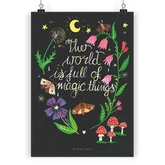 Poster DIN A4 Magische Welt - Nachmotiv aus Papier 160 Gramm  weiß - Das Original von Mr. & Mrs. Panda.  Jedes wunderschöne Poster aus dem Hause Mr. & Mrs. Panda ist mit Liebe handgezeichnet und entworfen. Wir liefern es sicher und schnell im Format DIN A4 zu dir nach Hause.    Über unser Motiv Magische Welt - Nachmotiv  Die Welt ist voller magischer Momente und zauberhafter Situationen. Man muss nur lernen, innezuhalten und sie zu erkennen...    Verwendete Materialien  Es handelt sich um…