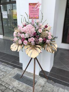 Funeral Floral Arrangements, Tropical Flower Arrangements, Church Flower Arrangements, Beautiful Flower Arrangements, Elegant Flowers, Beautiful Flowers, Diy Wedding Decorations, Centerpiece Decorations, Flower Decorations