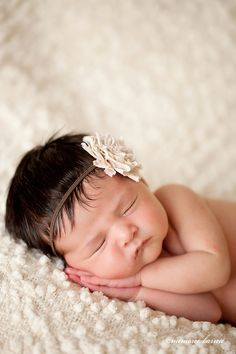 Beautiful newborn photo. I love this pose, so adorable | newborn photography | newborn baby girl