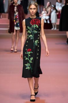 Dolce & Gabbana - Fall 2015 Ready-to-Wear - Look 43 of 91?url=http://www.style.com/slideshows/fashion-shows/fall-2015-ready-to-wear/dolce-gabbana/collection/43