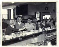 Carole Lombard & Clark Gable having lunch at the Paramount Studios commissary in 1932.
