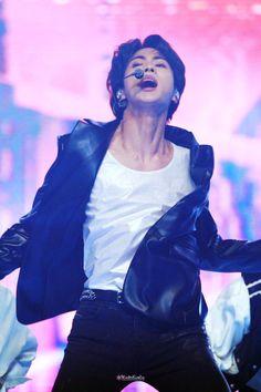 I swear if anyone touches his hair Seokjin, Kim Namjoon, Jung Hoseok, Bts Jungkook, Bts Jin, Taehyung, K Pop, Fansite Bts, Kdrama