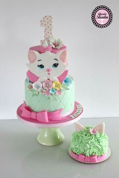 It's been ages that i posted a cake! I have been so busy with my own cake bussines :-) that i didn't had much time to post. Hope you like my Marie. Fondant Cupcakes, Cupcake Cakes, Kitten Cake, Rodjendanske Torte, Baby Birthday Cakes, Hello Kitty Cake, Animal Cakes, Gateaux Cake, Disney Cakes