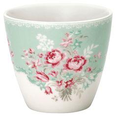 Mit seiner Vielseitigkeit kann uns der Kaffeebecher von GreenGate durch den gesamten Tag begleiten. Er ist nicht nur für genußvolle Getränke sondern auch als Blumen- oder Kräutertopf einsetzbar. Mit der Serie Betty kann das Porzellan...
