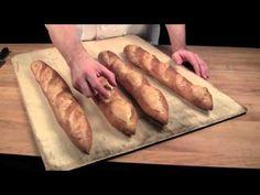 Proper scoring of a baguette  Baguette insnijden met 2 denkbeeldige lijnen voor Dyana en Riky