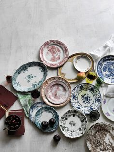 a lovely collection of vintage transferware plates. Photo by Matt Armendariz Kintsugi, Tables Tableaux, Food Photography Props, Vintage Plates, Antique Plates, Vintage Tableware, Vintage Pyrex, Vintage China, French Vintage