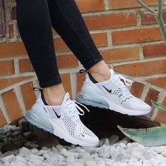 Nike Air Max 270 shoes in white and grey with stylish black jeans. Nike Air Max 270 shoes in white and grey with stylish black jeans. All Nike Shoes, Black Nike Shoes, Running Shoes For Men, Sports Shoes, Nike Tennis Shoes, Nike Running Outfit, Basketball Shoes, Tennis Gear, Sneakers Mode
