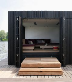 This the floating house boat done by Piet Boon, see our website for more images Casas Containers, Interior Architecture, Interior Design, Luxury Interior, Installation Architecture, Sustainable Architecture, Timber Cladding, Black Cladding, Cladding Ideas