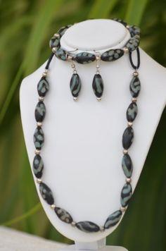 Juego de aretes y collar Lenca. madeinHonduras Lencan tribe handmade necklace earring and by