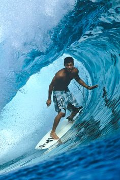 Ready for Cloudbreak? Kalani Robb by Tom Servais - high enough to see the sea Big Waves, Ocean Waves, Soft Waves, Surfing Wallpaper, Ocean Wave Painting, Surfer Guys, Surfing Pictures, Surf Trip, Beach Poses