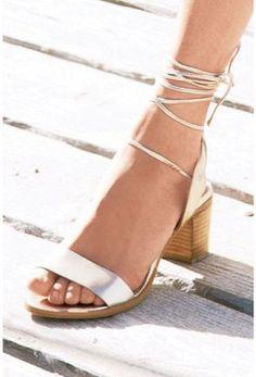 Sandales à Talon Carré - @kibodiosocial