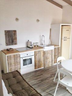 Cocinas de obra en blanco y madera, sencillamente preciosas | Decoración