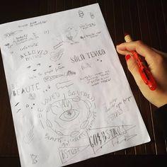 Diógenes creativo en una hoja. El brainstorming de la nueva temporada en garabatos rápidos 😅 #belovedbastard #apparel #brand #serigrafia #screenprinting #ink #bcn #barcelona #igersbcn #shoplocal #slowfashion #limitededition #art #artwork #design #drawing #sketchaday #funnyshit #sketch #ilustración #illustration #boceto #diogenes #tattoo #creative #brainstorming