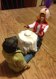Zayn tells Harry's fortune. | 17 One Direction Dolls Who Came Alive At Night