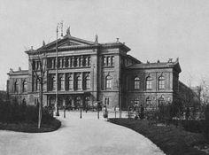 Südbahnhof, 10th district. Built in 1874. Demolished in 1956.