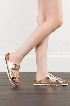 Birkenstock Arizona Soft Footbed in Metallic Copper (Get the look at www.shopAKIRA.com ) #ShopAKIRA #Birkenstock #Sandals #rosegold #rosegoldsandals #metallic #metallicshoe
