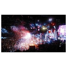 Take Me Home Tour review One Direction know how to please their fans! ❤ liked on Polyvore featuring one direction, bakgrunder and pictures