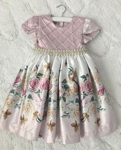 Eu posso com isso? Lol gorgeous princess dress by . Thank you so much for this precious gift! We loved it! by bellafalconi Frocks For Girls, Dresses Kids Girl, Girls Party Dress, Kids Frocks Design, Baby Frocks Designs, Baby Dress Design, Frock Design, Dress Anak, Girl Dress Patterns
