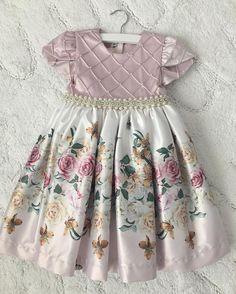 Eu posso com isso? Vestido lindo digno de uma princesa! Obrigada @batchlorette pelo presente! Amamos!  ______________________  I can't with it! Lol gorgeous princess dress by @batchlorette . Thank you so much for this precious gift!!! We loved it!!!! God bless!  by bellafalconi