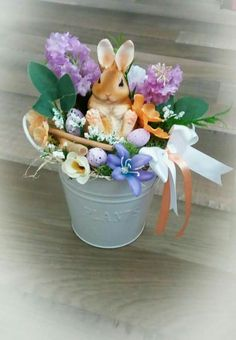 Easy Easter Centerpiece Ideas for Tables - DIY Sweetheart Spring Crafts, Holiday Crafts, Easter Buckets, Easy Easter Crafts, Easter Centerpiece, Centerpiece Ideas, Easter Party, Easter Wreaths, Happy Easter