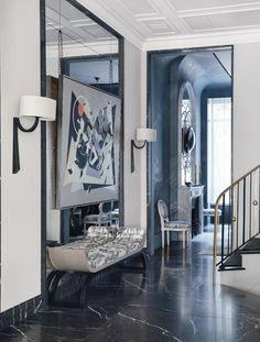 Un progetto di Jean-Louis Deniot a Manhattan Modern French Interiors, Contemporary Interior, Modern Interior Design, Modern Entryway, Entryway Decor, Luxury Homes Interior, Interior Architecture, Decorating Small Spaces, Interior Decorating
