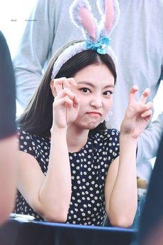 Kim Jennie, Kpop Girl Groups, Korean Girl Groups, Kpop Girls, 2ne1, Yg Entertainment, Mamamoo, Rapper, Kim Jisoo