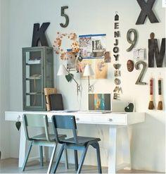 vtwonen - combinatie hout / industriële materialen / kleuren. Leuke combinatie stoelen!