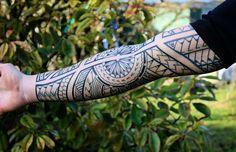 Tribal Sleeve Tattoos, Hand Tattoos, Awesome Tattoos, Cool Tattoos, Maori Tattoo Meanings, Geometric Mandala Tattoo, Polynesian Tattoo Designs, Deer Tattoo, Tattoo Photography