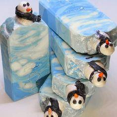 #instasoap #artisansoap #Soapart #handmadesoap #instagram #snowman #christmassoap #Soap #avocadooil #doughsoap #gift #winter