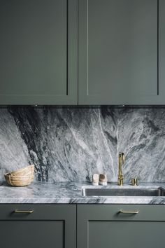 is how beautiful a marble wall is in a dark kitchen This is how beautiful a . Here is how beautiful a marble wall is in a dark kitchen This is how beautiful a .,Here is how beautiful a marble wall is in a dark kitchen This is h. Home Decor Kitchen, Kitchen And Bath, New Kitchen, Home Kitchens, Kitchen Dining, Kitchen Cabinets, Kitchen Hacks, Green Cabinets, Awesome Kitchen