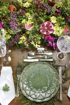 How To Decorate Your Dinner Table Christmas Tablescapes, Christmas Decorations, Fruit Party, Beautiful Table Settings, Wedding Decorations, Table Decorations, Dinner Table, Floral Arrangements, Outdoor Decor